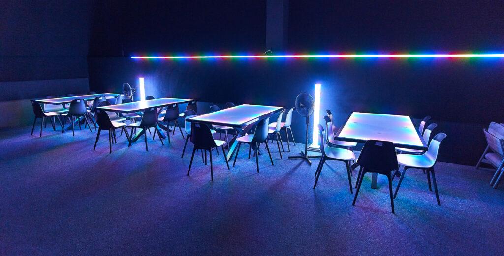 Dmx gesteuerte Tische auf dem Zuschauerpodest